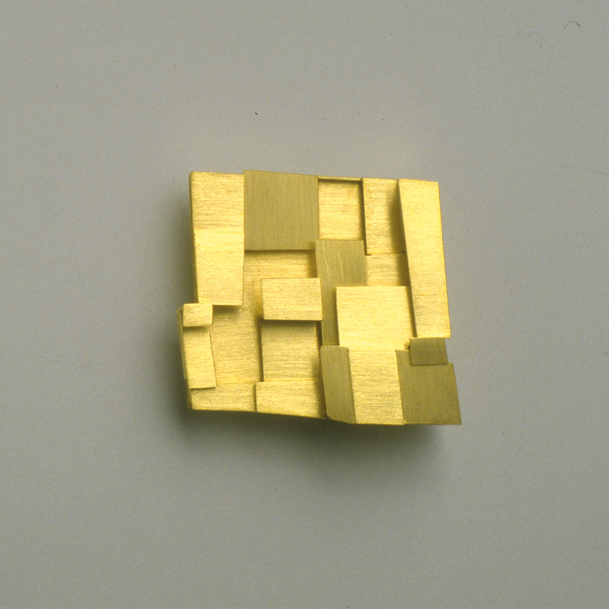 brooch  1993  gold  750  32x30  mm