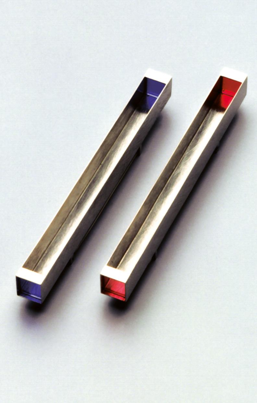 Broschen  1991  Weissgold  750  synth.  Spinell  und  Rubin  100x9x9  mm