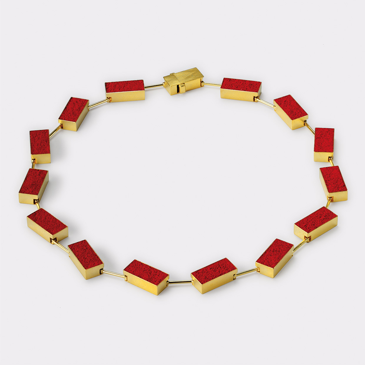 necklace  2011  gold  750  red  pigment  480x10  mm