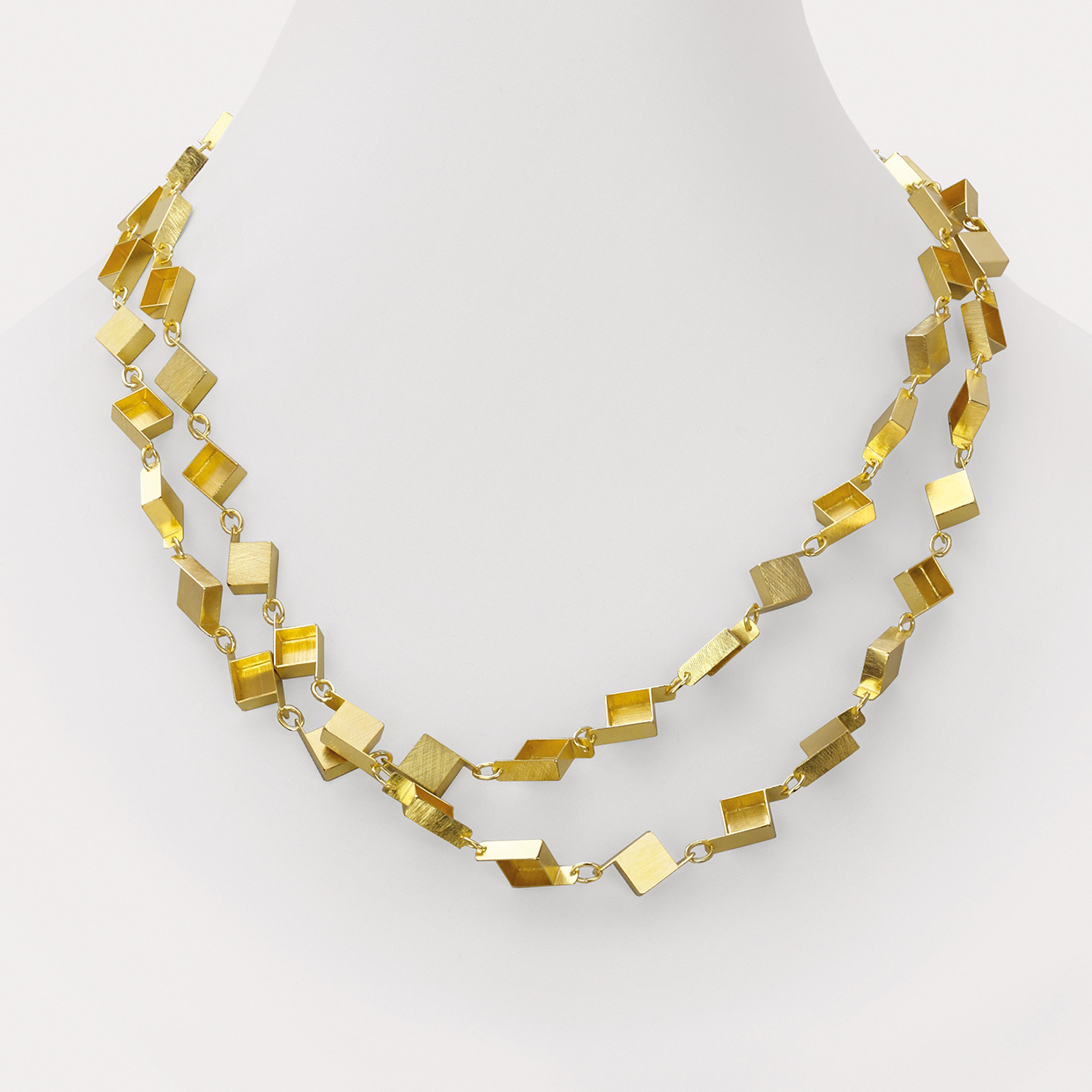 necklace  2015  gold  750  1104x10x4  mm