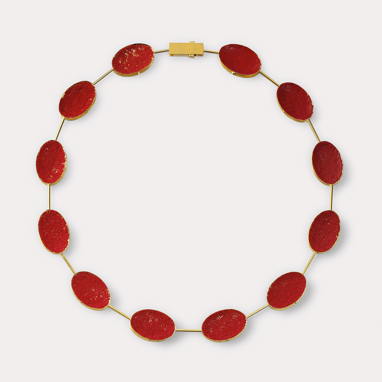 necklace  2015  gold  750  red  pigment  505x12  mm