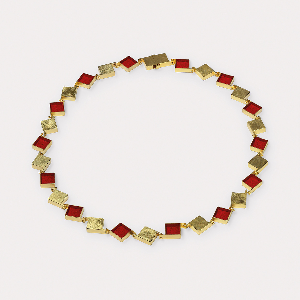 Kette  2015  Gold  750  rotes  Farbpigment  510x10x4  mm