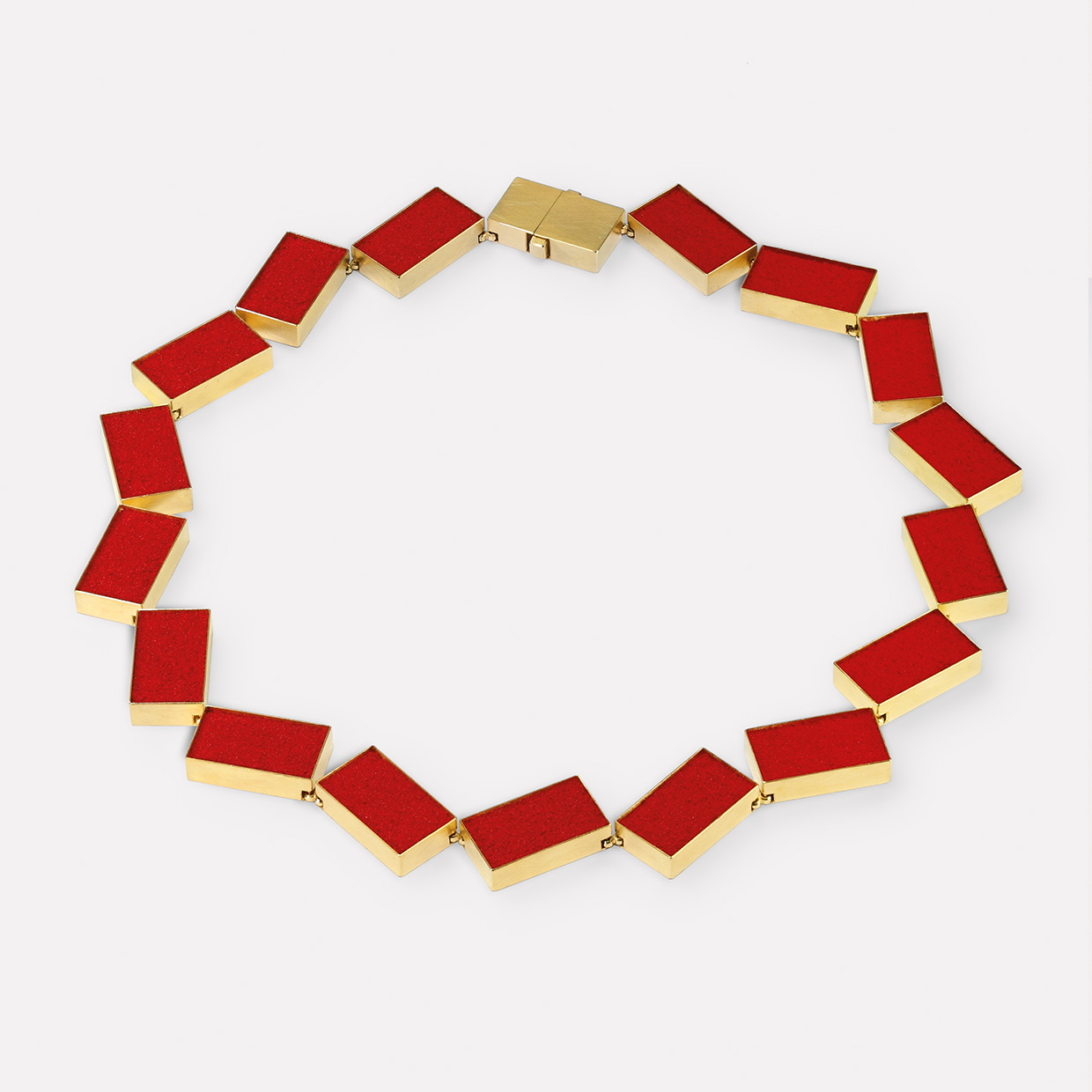 necklace  2017  gold  750  red  pigment  520x25  mm