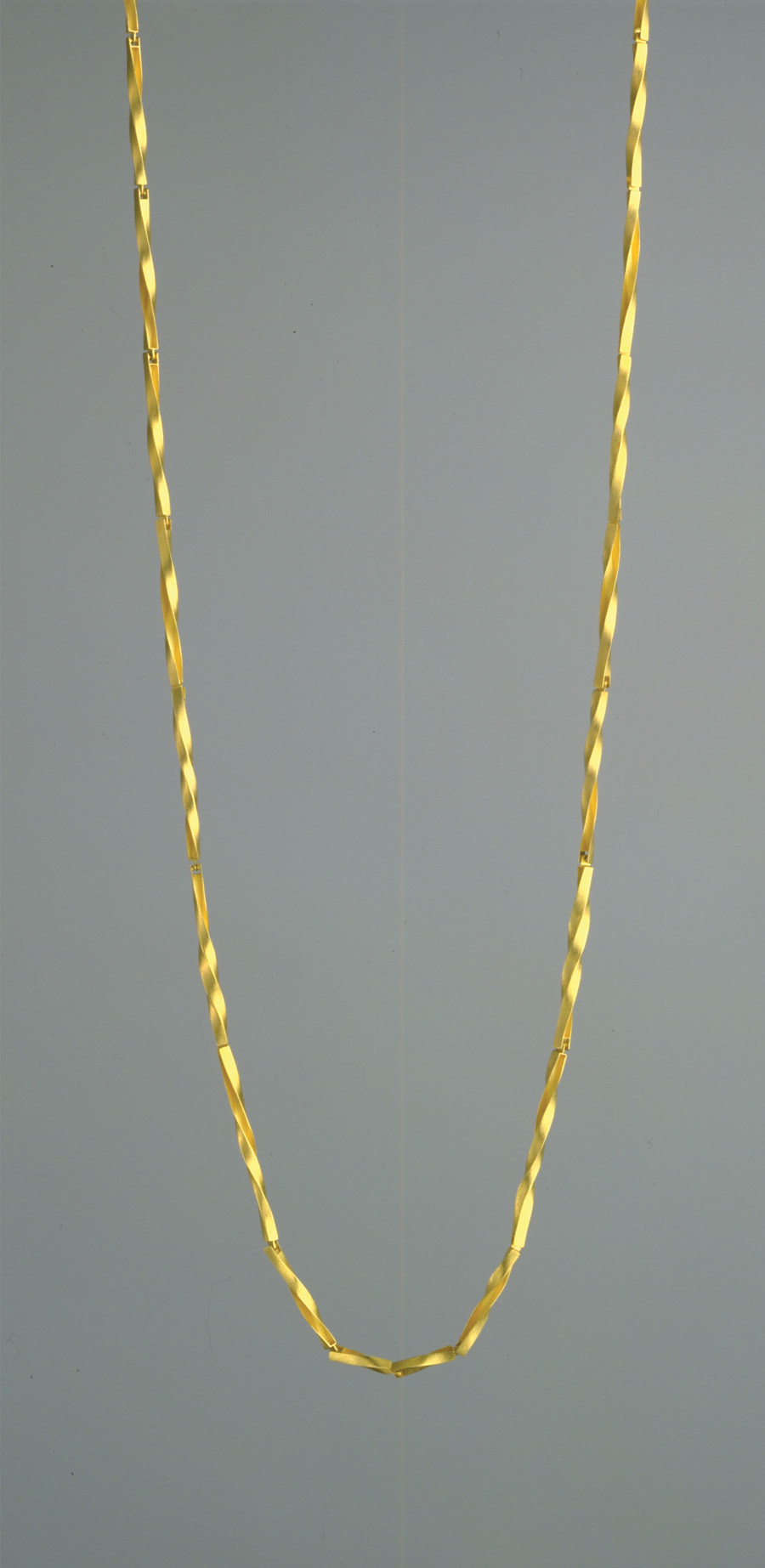 necklace  1998  gold 750  1100x7  mm