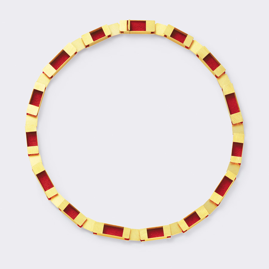 necklace  2008  gold 750  red  pigment  452x8  mm