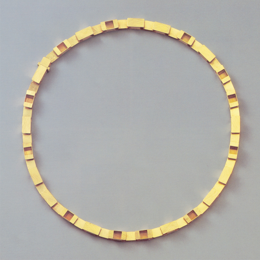 necklace  gold 750  1997  435x6  mm
