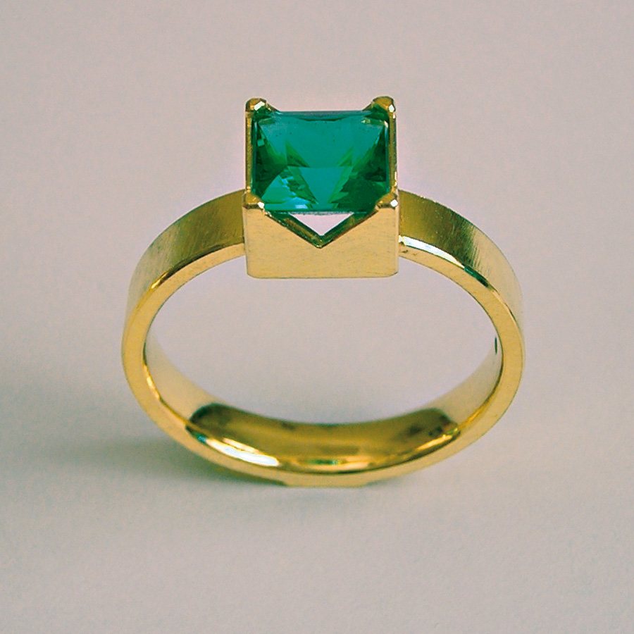ring  2006  gold 750  tourmaline  6,5x6,5  mm