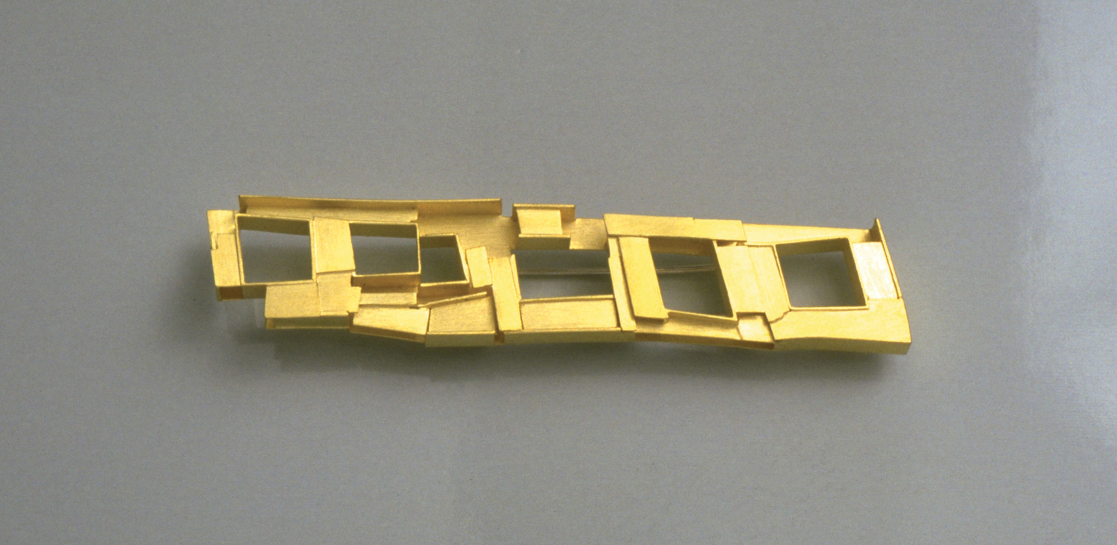brooch  1993  gold 750  72x15  mm