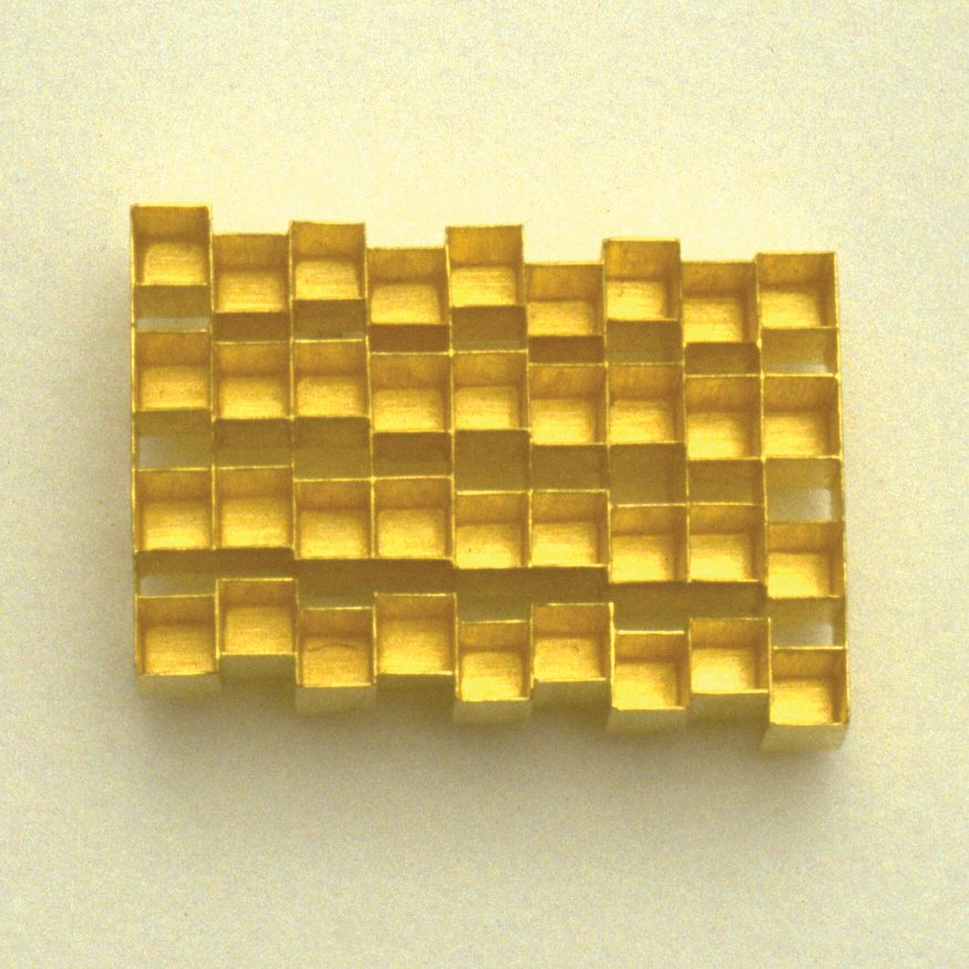brooch  1991  gold 750  45x34  mm