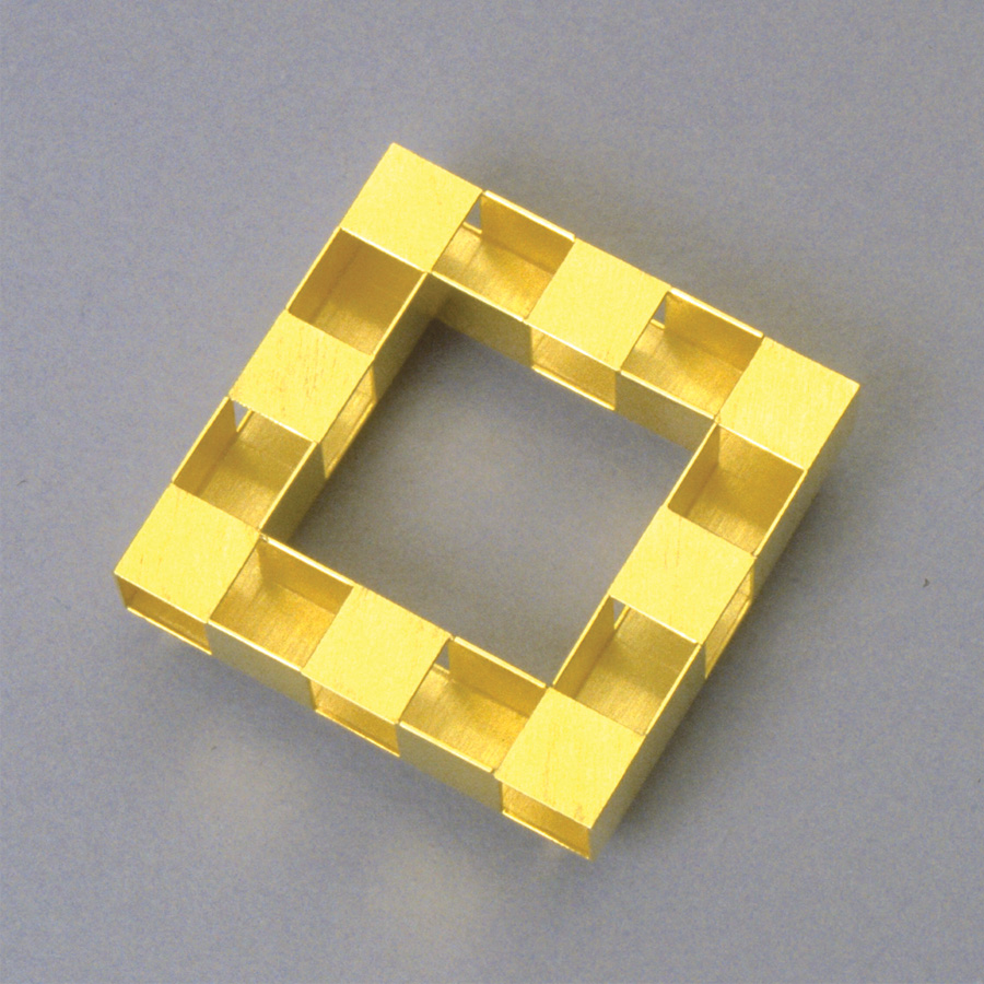 brooch  1990  gold 750  45x45  mm