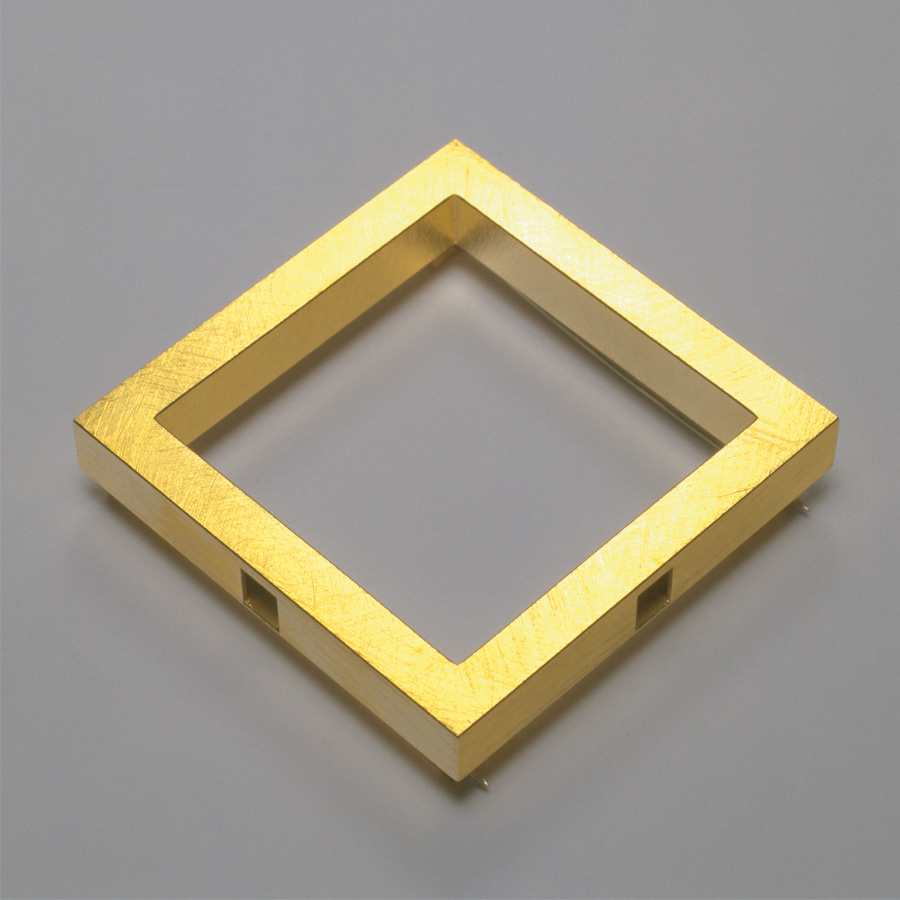 brooch  2003  gold 750  50x50  mm