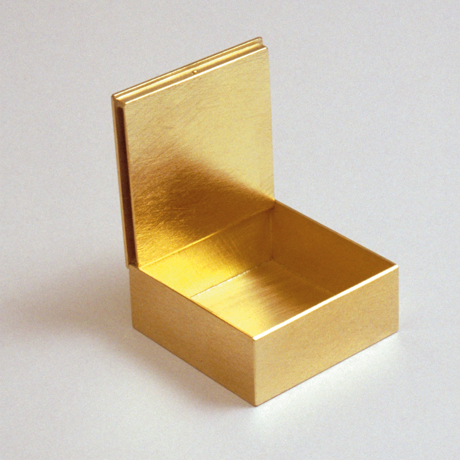 box  2005  gold 750  30x30x10  mm