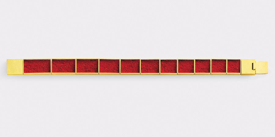 bracelet  2008  gold  750  red  pigment  175x10  mm
