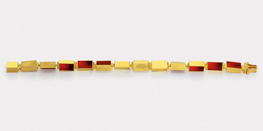 bracelet  2013  gold  750  red  pigment  190x7x6  mm
