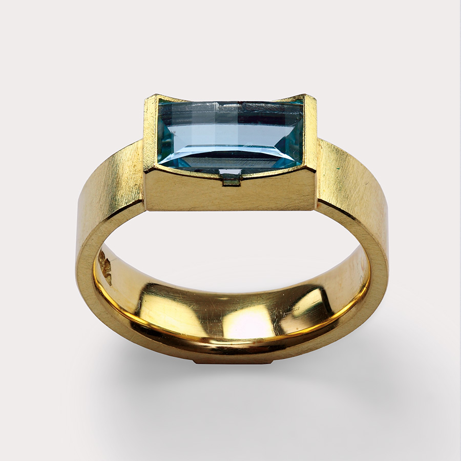 ring  2006  gold  750  aquamarine  11,5x9,5  mm