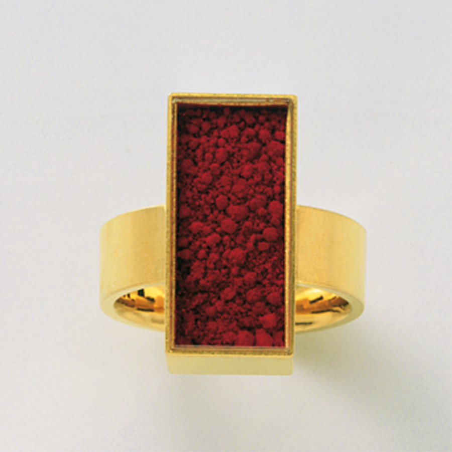 Ring  2006  Gold  750  rotes  Farbpigment  Spinell  20x10  mm