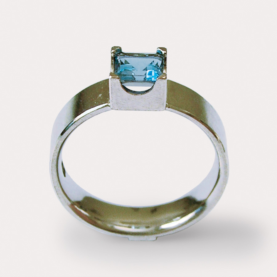 ring  2006  white gold  750  aquamarine  6x6  mm