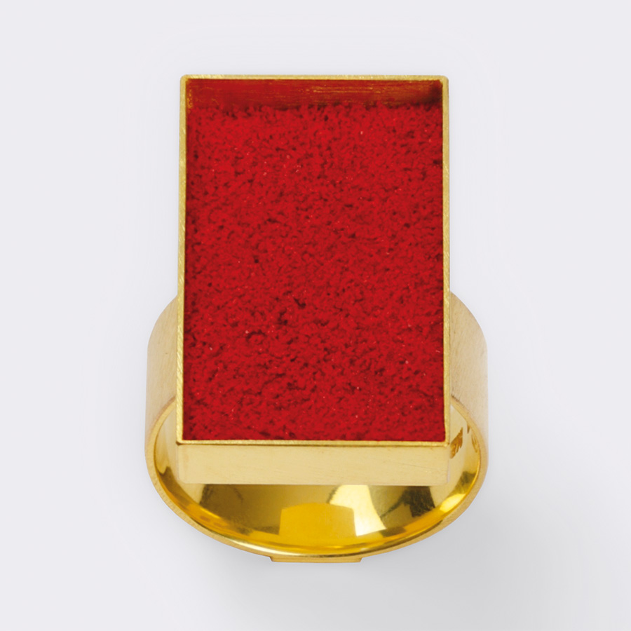 ring  2011  gold  750  red  pigment  15x22  mm